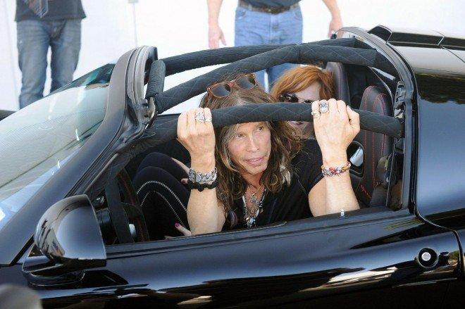 Лидер группы Aerosmith продаст свой суперкар на аукционе