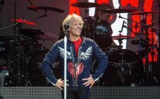 """(RU) Bon Jovi впервые за 30 лет дали концерт в """"Лужниках"""""""