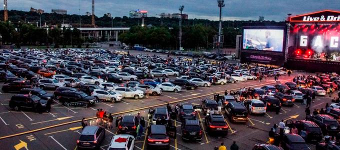 (RU) Баста собрал более 600 машин на концерте Live & Drive