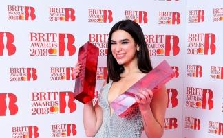 (RU) Дуа Липа выиграла 2 награды Brit Awards