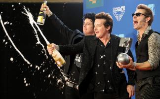 (RU) Green Day получили премию MTV European Music Awards