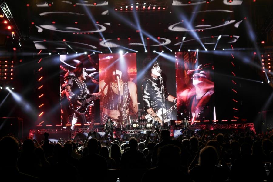 (RU) Группа KISS начала европейский тур концертом в Москве