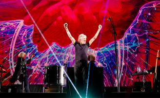 Роджер Уотерс выпускает фильм-концерт Us + Them
