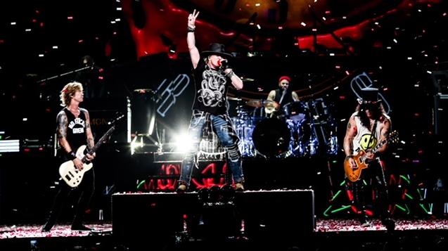 (RU) Guns N'Roses прибыли в Москву