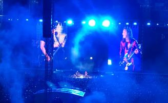 """(RU) Metallica исполнила в Москве """"Группу Крови"""" Цоя"""